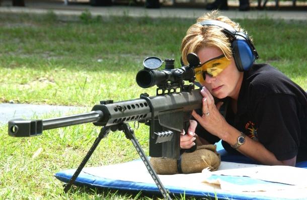 Il governo della conservatrice Theresa May intende imporre un bando sui fucili calibro .50 da tiro a lunga distanza