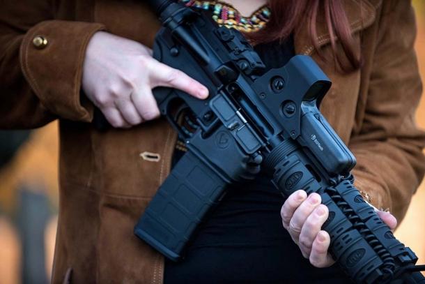 Joe Biden, il nuovo Presidente USA, ha dichiarato di avere intenzioni particolarmente radicali riguardo alle restrizioni da imporre al diritto dei cittadini americani a detenere e portare armi. Una sconfitta dell'NRA sarebbe devastante, ma le cose stanno davvero come dicono i Media generalisti?