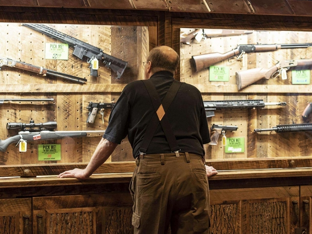 Complici l'incertezza elettorale e le proteste violente dei gruppi antagonisti, le vendite di armi negli USA hanno raggiunto livelli record nel 2020: un patrimonio culturale e personale da difendere contro le mire disarmiste dell'amministrazione Biden