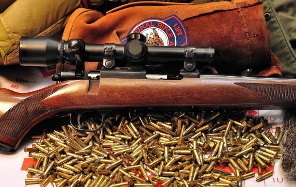 La precisione di numerosi tipi di pistole e fucili sarebbe gravemente danneggiata dall'obbligo di usare munizioni pesanti