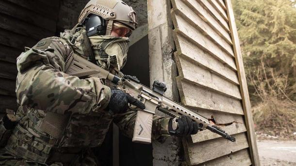 Un'altra variante della piattaforma M4 proposta nel corso dei test, lo Heckler & Koch HK-416 A7, è stata in seguito adottata con la denominazione di G95 dalle Forze Speciali tedesche