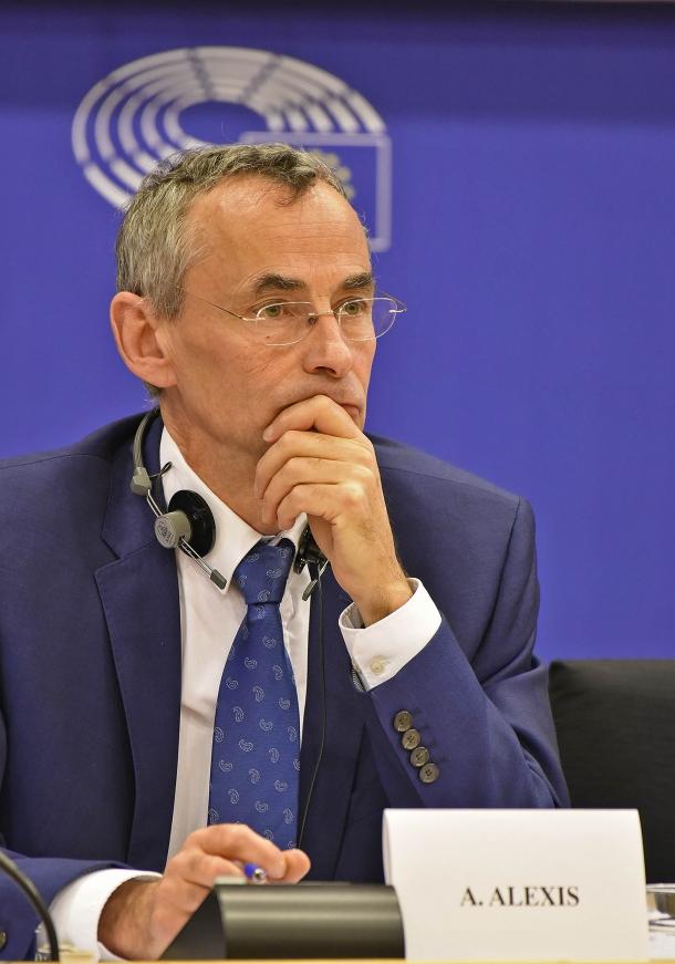 """Alain Alexis ha continuato a sostenere la posizione della Commissione Europea: la messa al bando delle B7 è """"necessaria"""""""