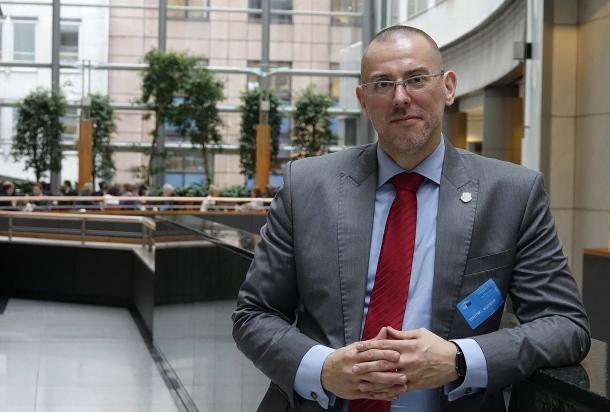Tomasz W. Stępień, presidente di Firearms United, ha riservato parole di fuoco per il suo discorso di chiusura