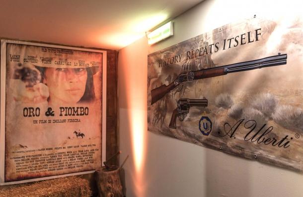 Le armi utilizzate nel film Oro e Piombo sono Uberti