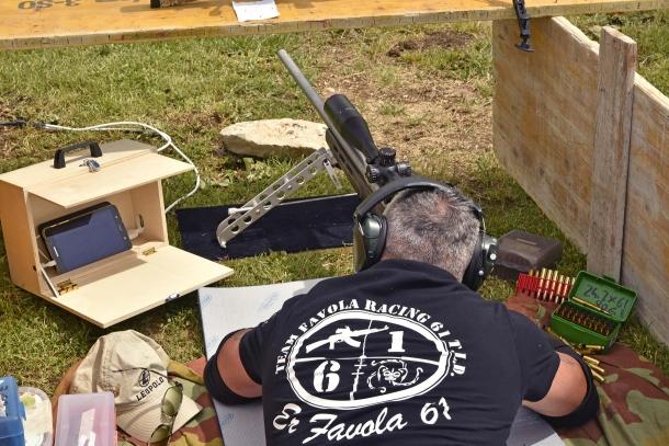 Le linee di tiro erano attrezzate con telecamere wireless e tablet su cui i tiratori potevano verificare le loro rosate in tempo reale