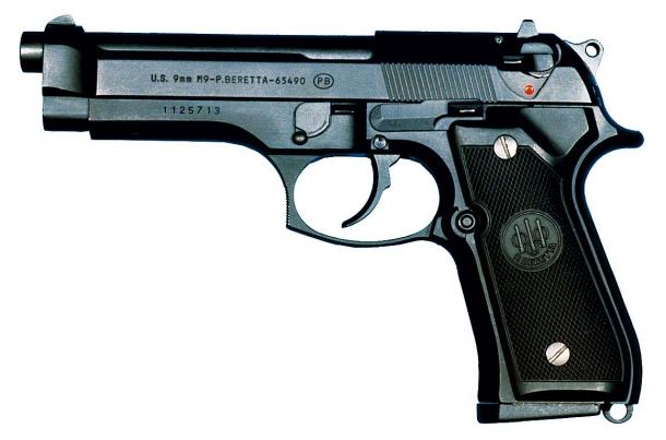 La M9, versione militare USA della Beretta M92-FS, ha sostituito la M1911-A1 a partire dal 1985 presso le Forze Armate degli Stati Uniti