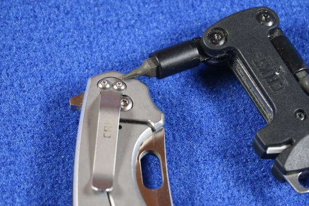 The clip can be swapped for either tip up or tip down carry