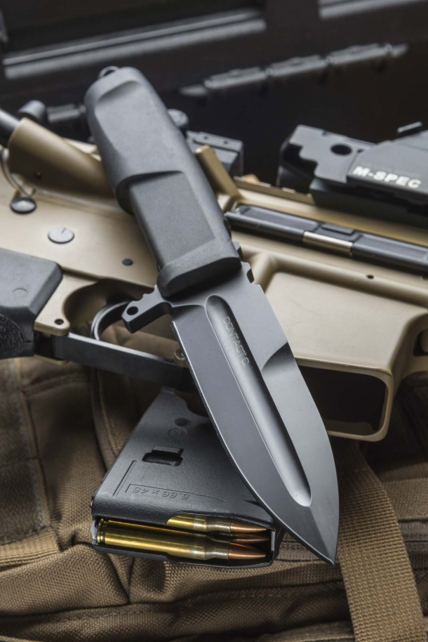 "The Extrema Ratio Contact C knife, in the ""All Black"" finish"