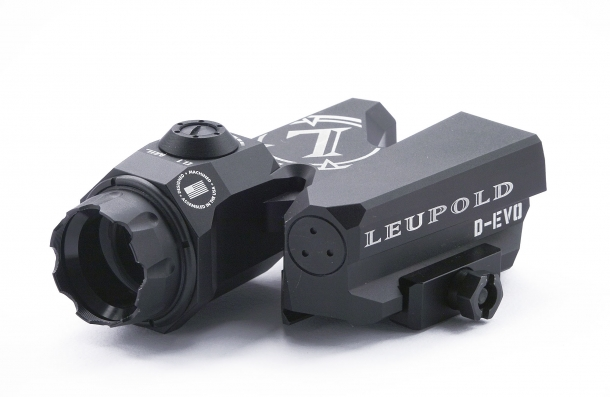 Front view of the Leupold D-EVO
