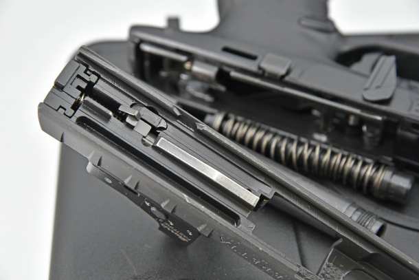 Un particolare del blocco-otturatore della Beretta APX Combat