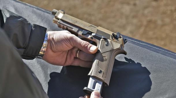 Il pulsante di rilascio del caricatore sulla M9A3 è reversibile