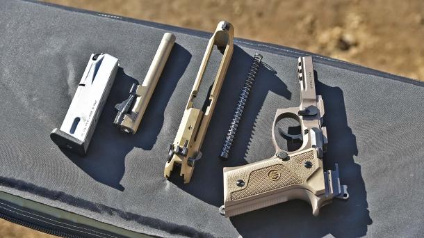 La pistola M9A3 in smontaggio da campagna