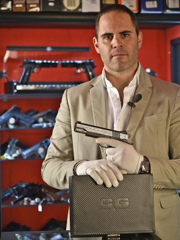 """Fabiano Visintini è il titolare dell'Armeria Red Point di Ostia (Roma) dove abbiamo """"intercettato"""" e fotografato l'arma oggetto di questo articolo"""