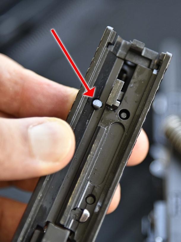 7 - Il perno che comanda il disarmo del percussore della TP9 v2