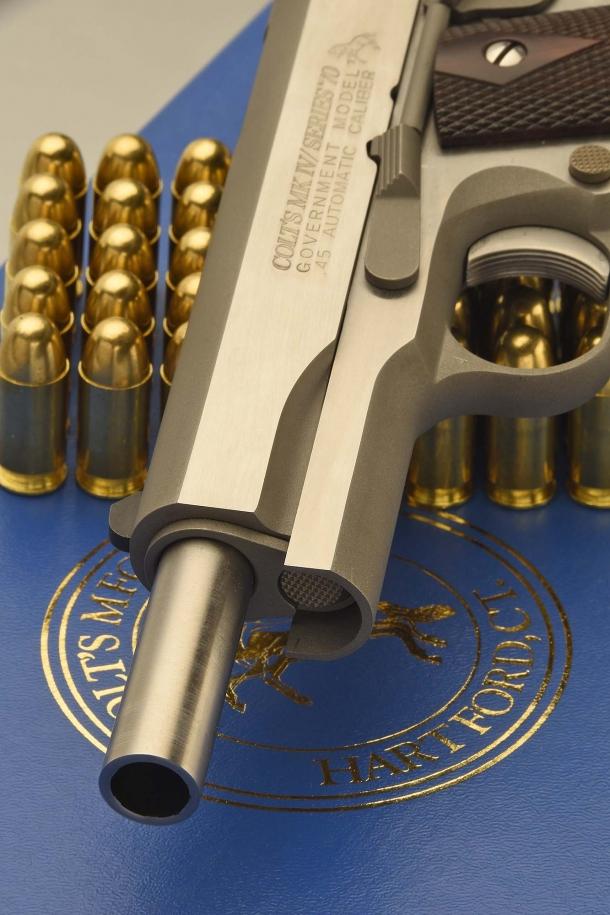 Vista frontale della canna, con l'arma in apertura
