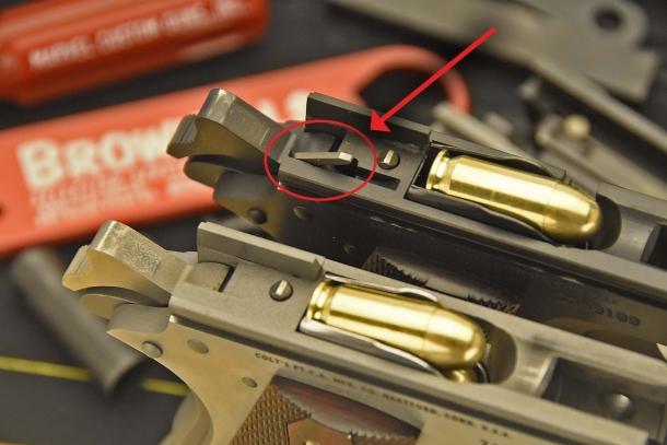 In alto: sul fusto della Colt 1911 Serie 80 è visibile la leva che disconnette la sicura automatica al percussore al momento dello sparo
