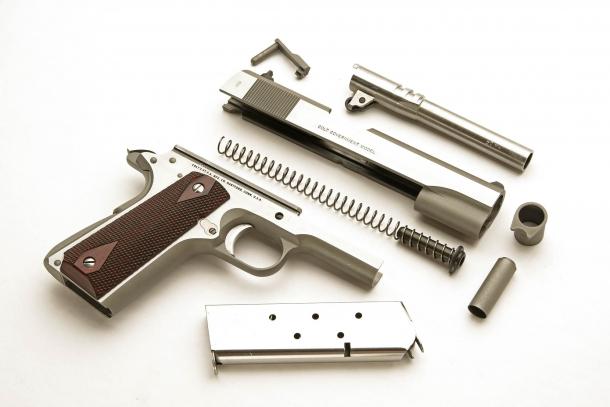 La pistola in smontaggio da campo