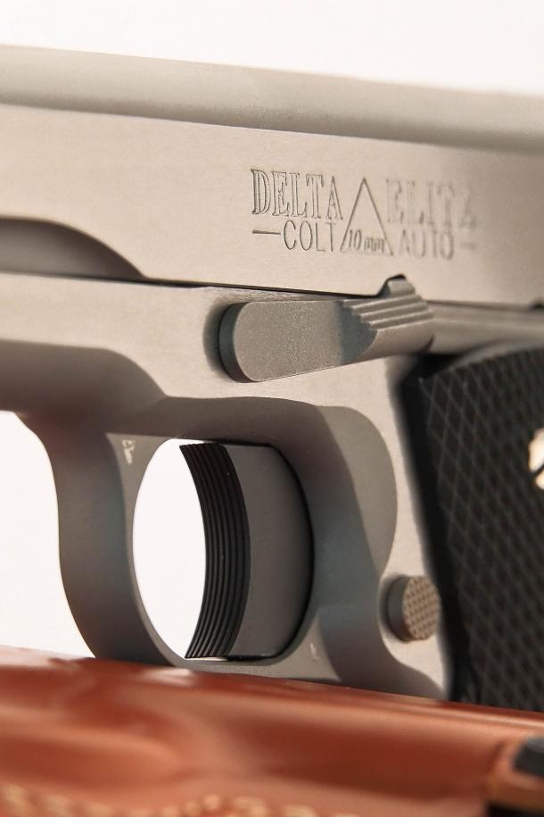 Nella versione tradizionale della Colt Delta Elite tutto è molto tradizionale, come nelle Colt Serie 80