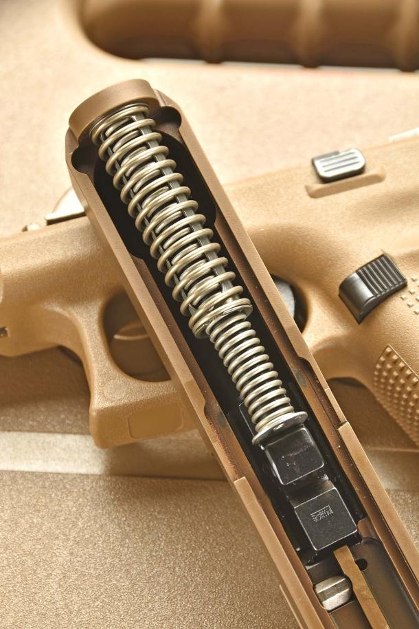 Il sistema  di recupero si avvale di una doppia molla prigioniera che limita notevolmente il rilevamento e facilità lo smontaggio dell'arma.