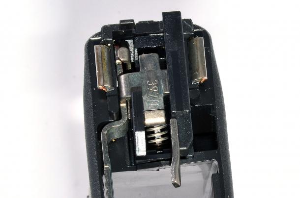 Nella Glock G19 Gen 5 calibro 9mm,  il pacchetto di scatto ora adotta una molla senza occhielli che lavora per compressione, promettendo una maggiore durata