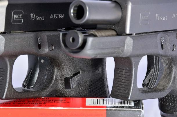 La Glock G19 Gen 5 abbandona il grilletto zigrinato, in favore di uno liscio