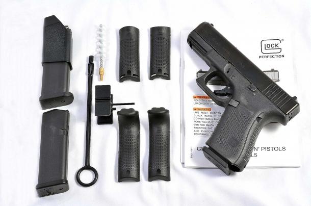 Il corredo della Glock Gen 5 si compone di molti accessori, in particolare di 4 backstrap per adattare l'impugnatura a qualsiasi complessione