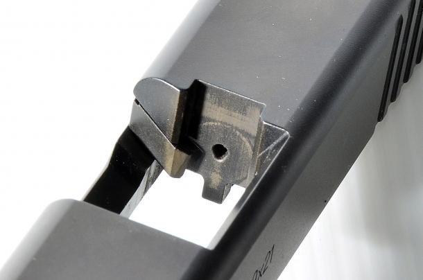 """La Glock G19 Gen5 adotta un percussore a punta tonda, invece di quella """"square"""" delle versioni precedenti"""