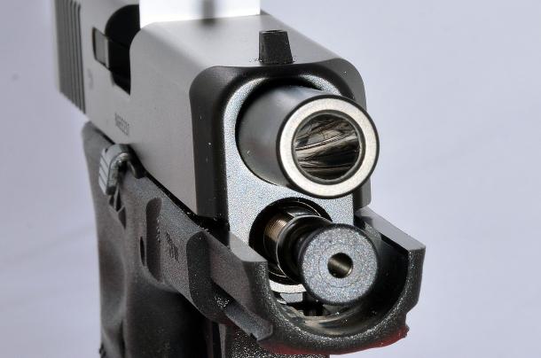 """Glock G19 Gen5: utilizza una rigatura convenzionale all'interno della volata """"match crown"""", che dovrebbe favorire la precisione soprattutto utilizzando palle in lega"""