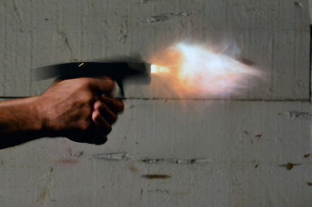La pistola durante lo sparo