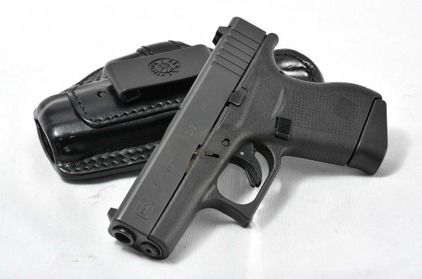 Le dimensioni della pistola la rendono perfetta per il porto all'interno dei pantaloni