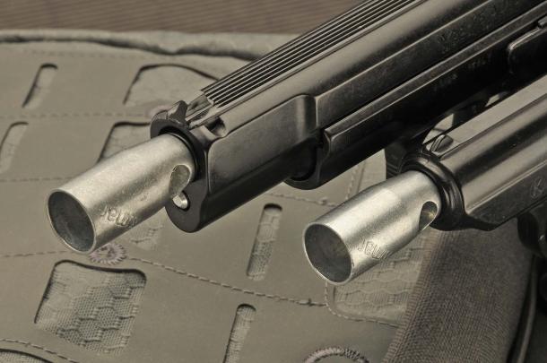 Le pistole da segnalazione hanno la volata filettata, per accogliere la boccola porta razzo