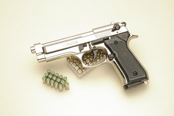 La Kimar 92 Auto è una pistola a salve in calibro 8mm NIK