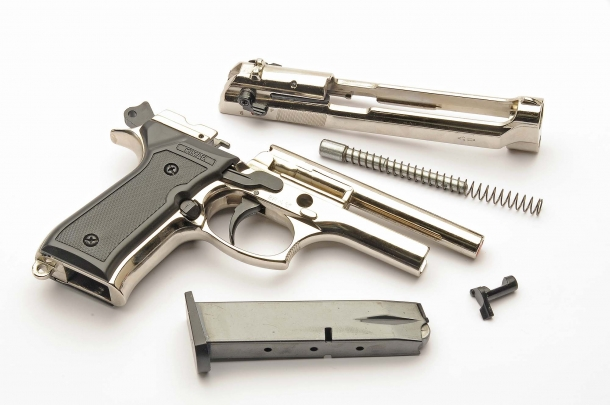 Even if totally realistis, these pistols cannot be modified to accept and use real/live ammunition