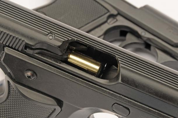 Le pistole sparano, ciclano ed espellono il bossolo come vere semiautomatiche