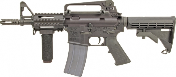 A late-production K23B Stubby, featuring a railed forend and an A3 upper receiver