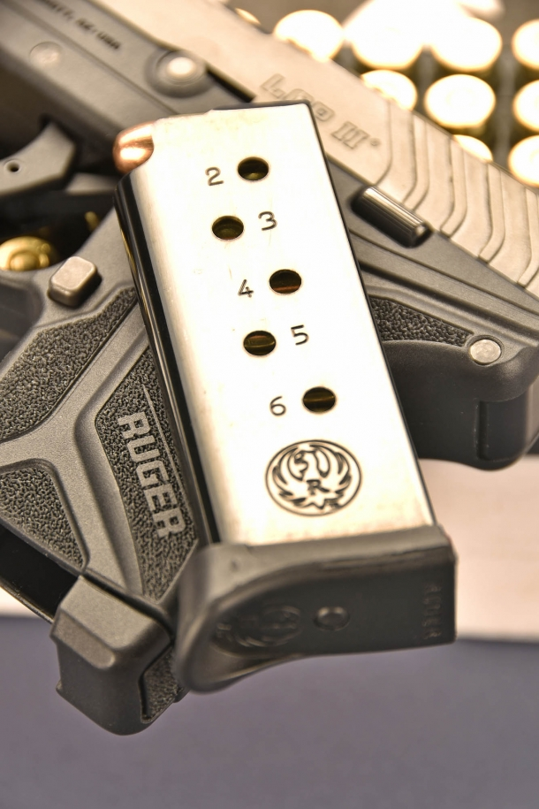 il caricatore made in Italy della Ruger LCP II  calibro .380 ACP, in lamierino, ha una capacità di 6 cartucce