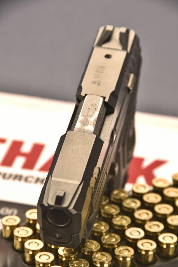 il mirino della Ruger LCP II  calibro .380 ACP, è ricavato dal pieno e presenta una zigrinatura posteriore antiriflesso