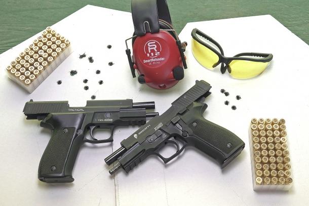 Rosate ottenute con tiro veloce (a sinistra) e mirato su bersagli posti a 12m, con arma appena tolta dalla scatola