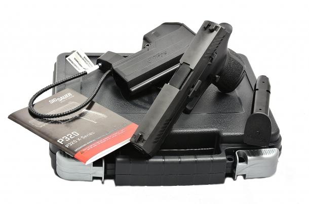 tra gli accessori della Sig Sauer P320 calibro 9mm spicca la fondina in Kydex