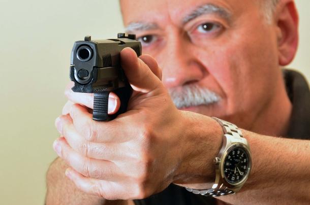 la Sig Sauer P320 calibro 9mm impugnata