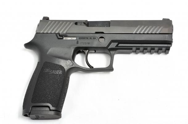 il lato destro della Sig Sauer P320 calibro 9mm