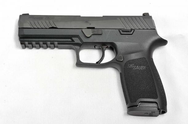 il lato sinistro della Sig Sauer P320 calibro 9mm
