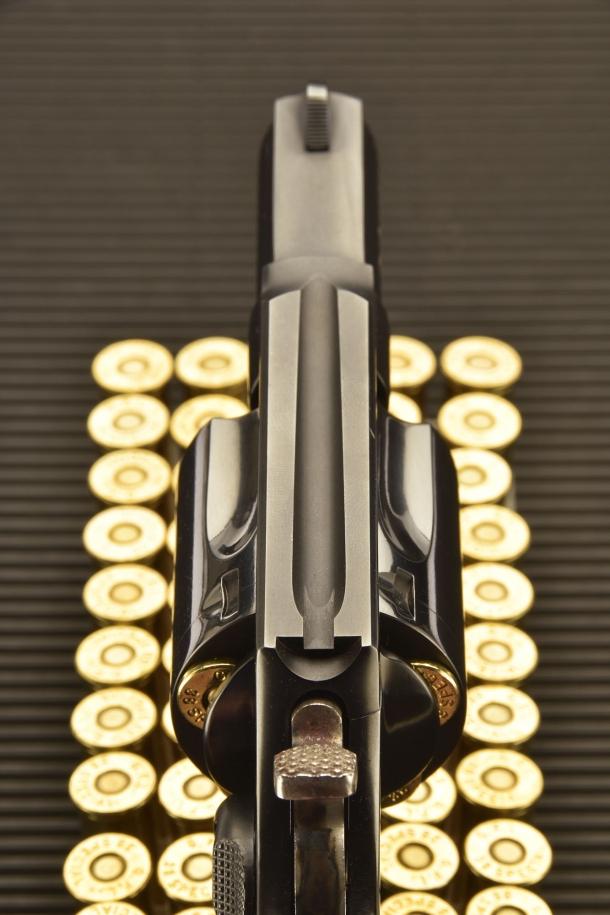 Il revolver Taurus 85 Defender adotta mire fisse