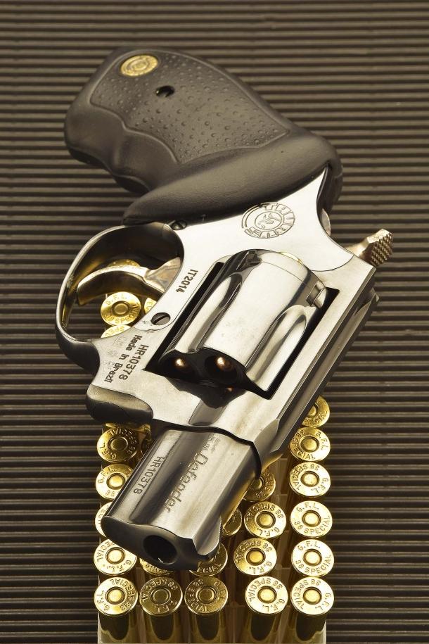 Il Taurus 85 Defender è disponibile in versione brunita o inox