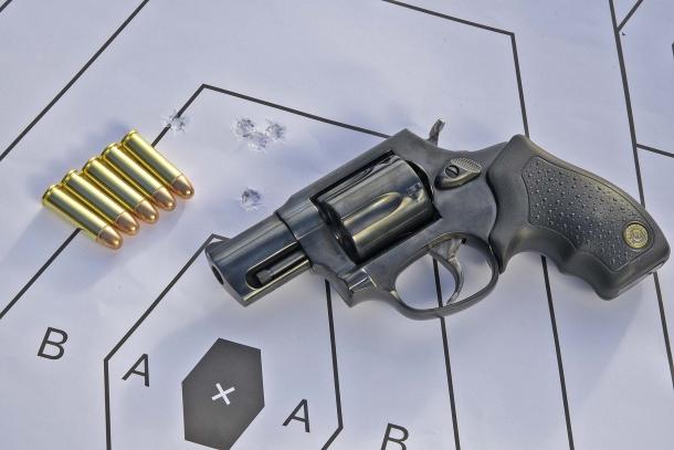 5 colpi: tiro mirato in singola azione a 12 metri