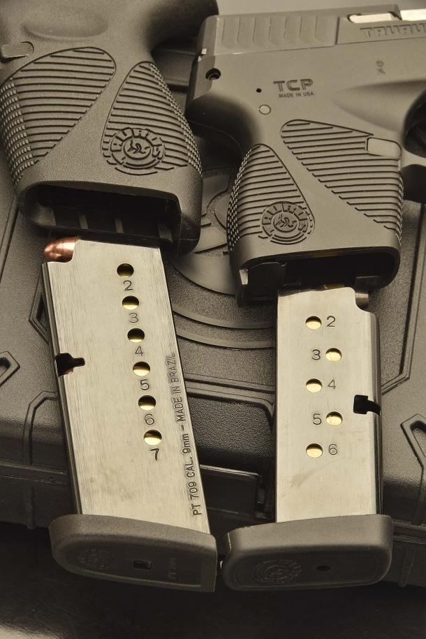 I due caricatori: la loro capacità è di 7 + 1 cartucce per la PT709, 6 + 1 cartucce per la PT738