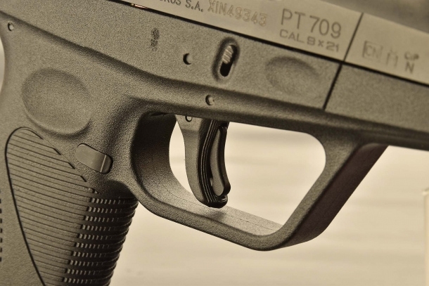 Il grilletto della Taurus PT709 Ultra Slim, dotato di sicura