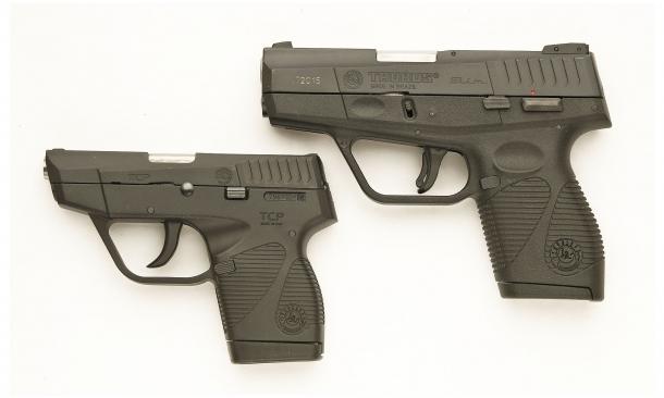 Vista laterale sinistra delle due pistole