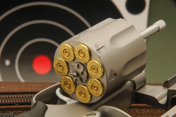 Il tamburo da 7 colpi di un Taurus Tracker 627 in .357 Magnum