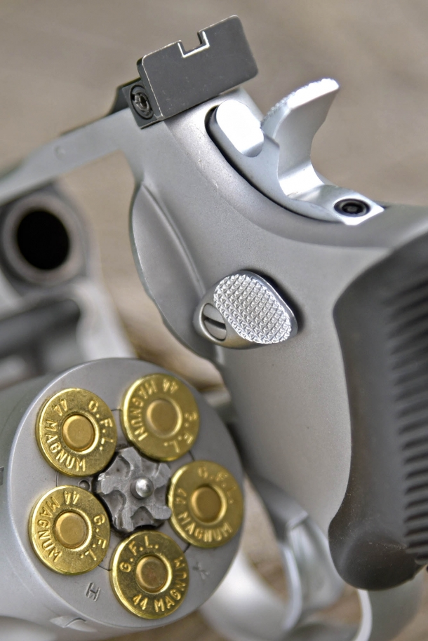 Five rounds of .44 Magnum in each cylinder: the high profile of the release button makes it easy to open for reload